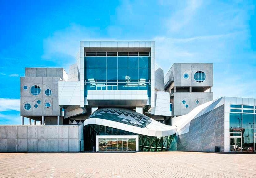 Musikkens Hus tegnet af østrigske Coop Himmelblau ligger på Aalborgs havnefront.