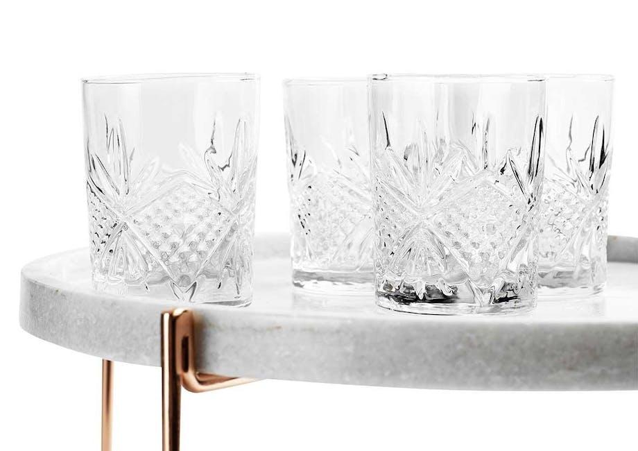 Base 121 står bag disse smukke krystalglas.