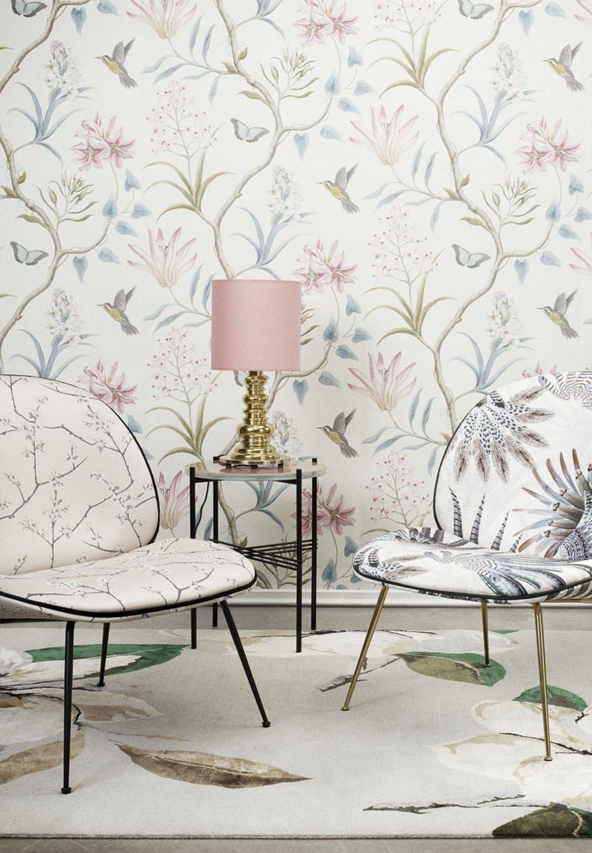 Loungestole med blomster og fjer