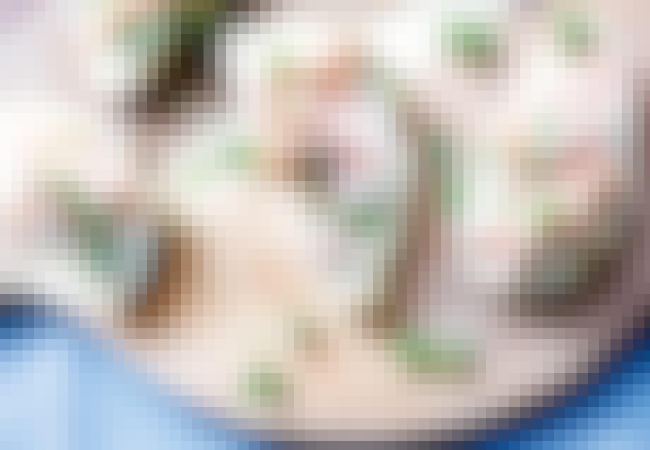 Bruschetta med varmrøget laks og urtecreme