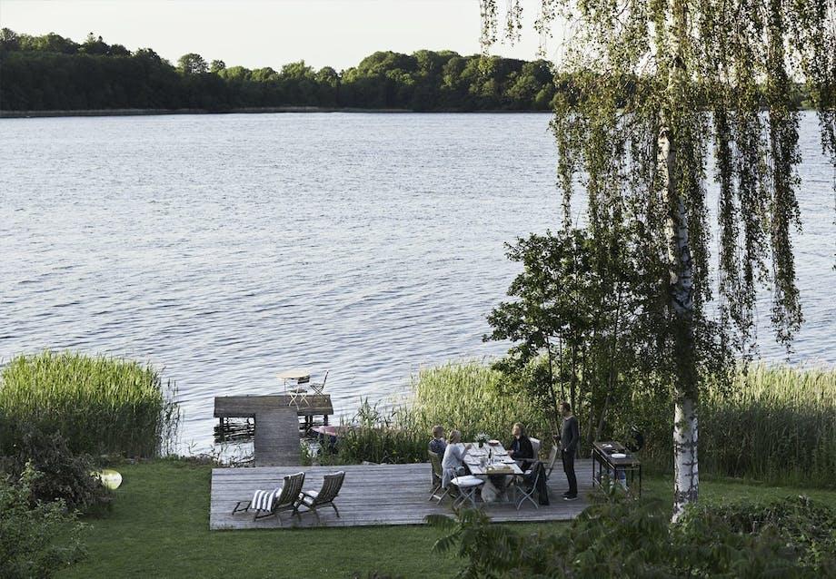 Udsigt til søen og den gamle badebro