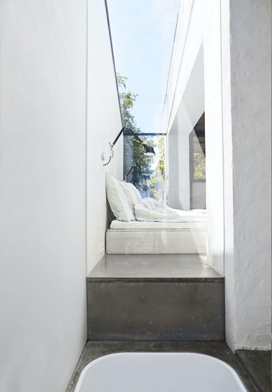 Glasvæg mellem soveværelse og badeværelse