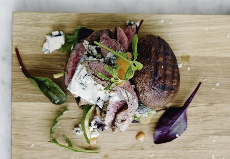Portobello-bruger med bluecheese og flankesteak