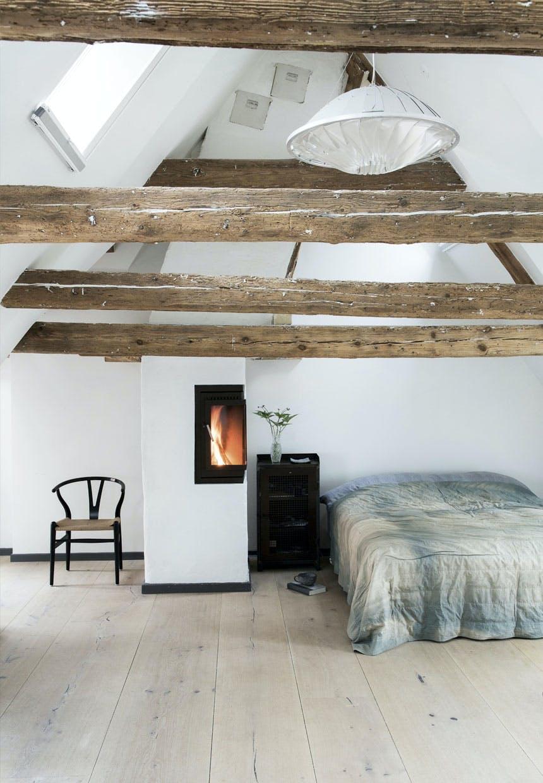 Enkelt og lyst soveværelse