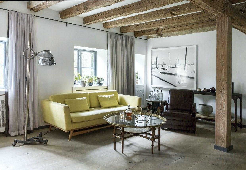 René Redzepis hus på Christianshavn med stue med antikke fund og Dinesen plankegulve.