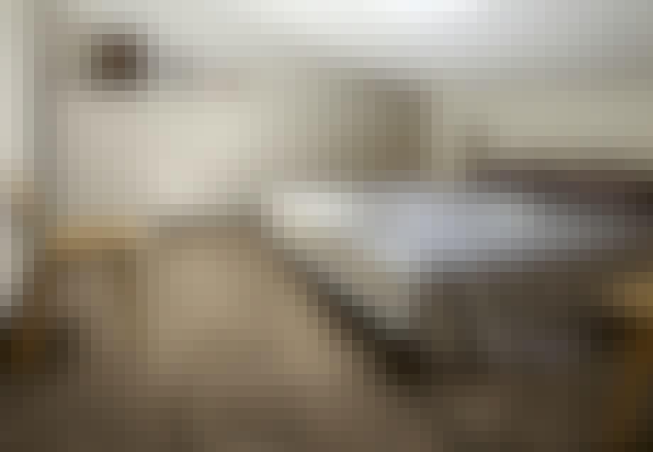 Keramiske fliser, som illuderer et trægulv