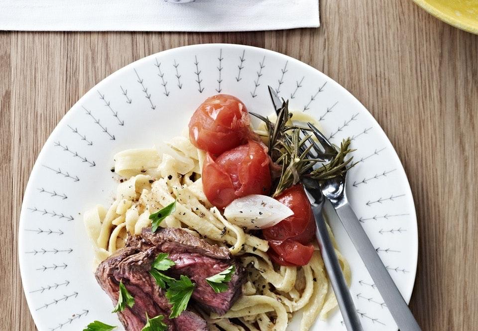 Oksemørbrad med håndlavet pasta og syltede tomater