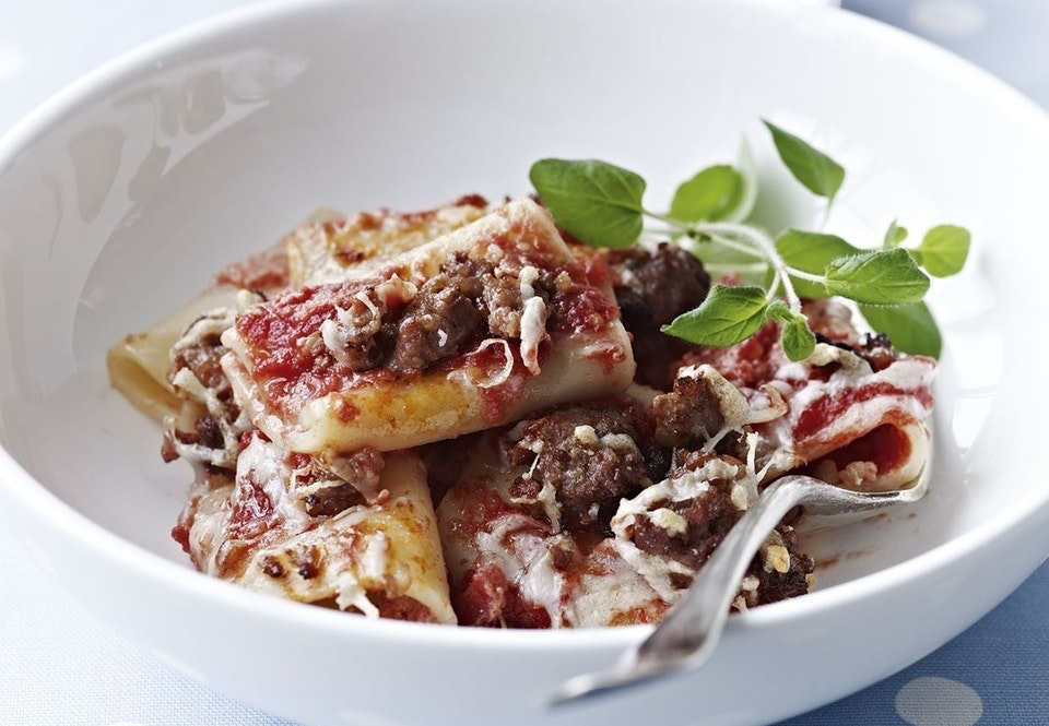 Gratineret pasta med salsiccia