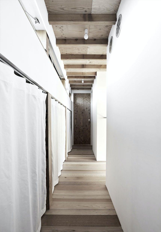 Opbevaring bag hvide gardiner