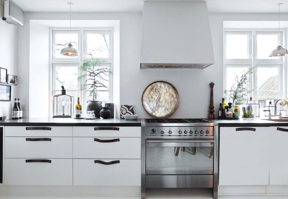Komfur og køkkenbord