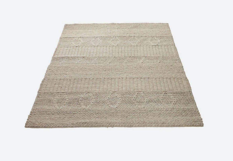 Afdæmpet tæppe med fine detaljer