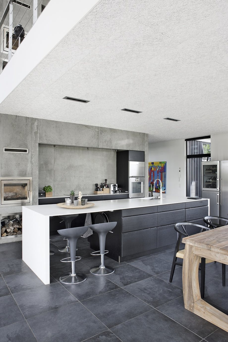 Køkkenø i betonvilla