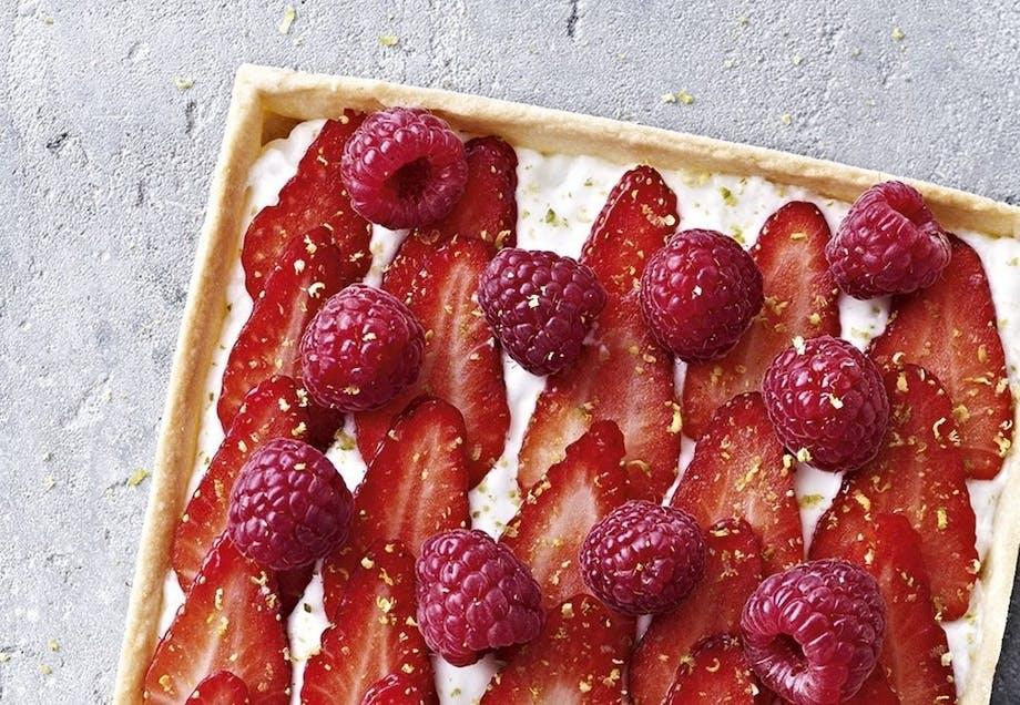Tærte med kokosmousse og friske jordbær/hindbær