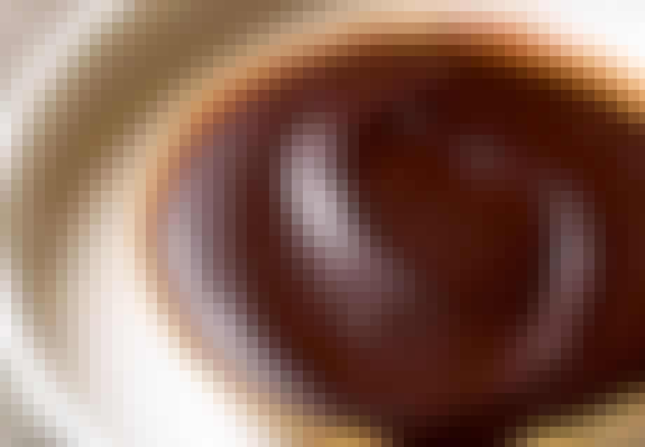 Chokolade- og nøddeganache-tærte