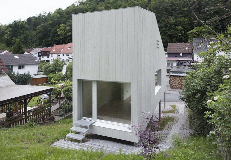 Mikro-hus på en bakke