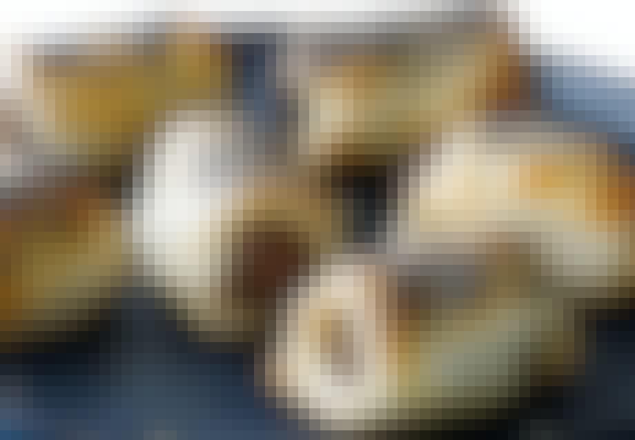 GOURMET-HOTDOGS MED TOMATTAPENADE OG BLÅ BIRKES
