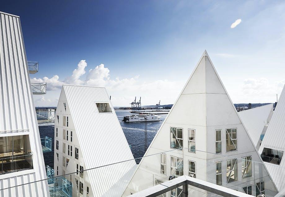 Altan med udsigt fra lejlighed i Isbjerget i Århus Ø.
