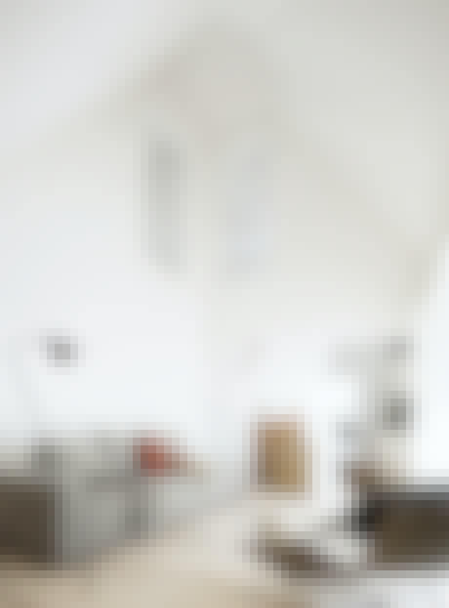 Wegner flaglinistol og kaffebord fra Hay i Isbjerget