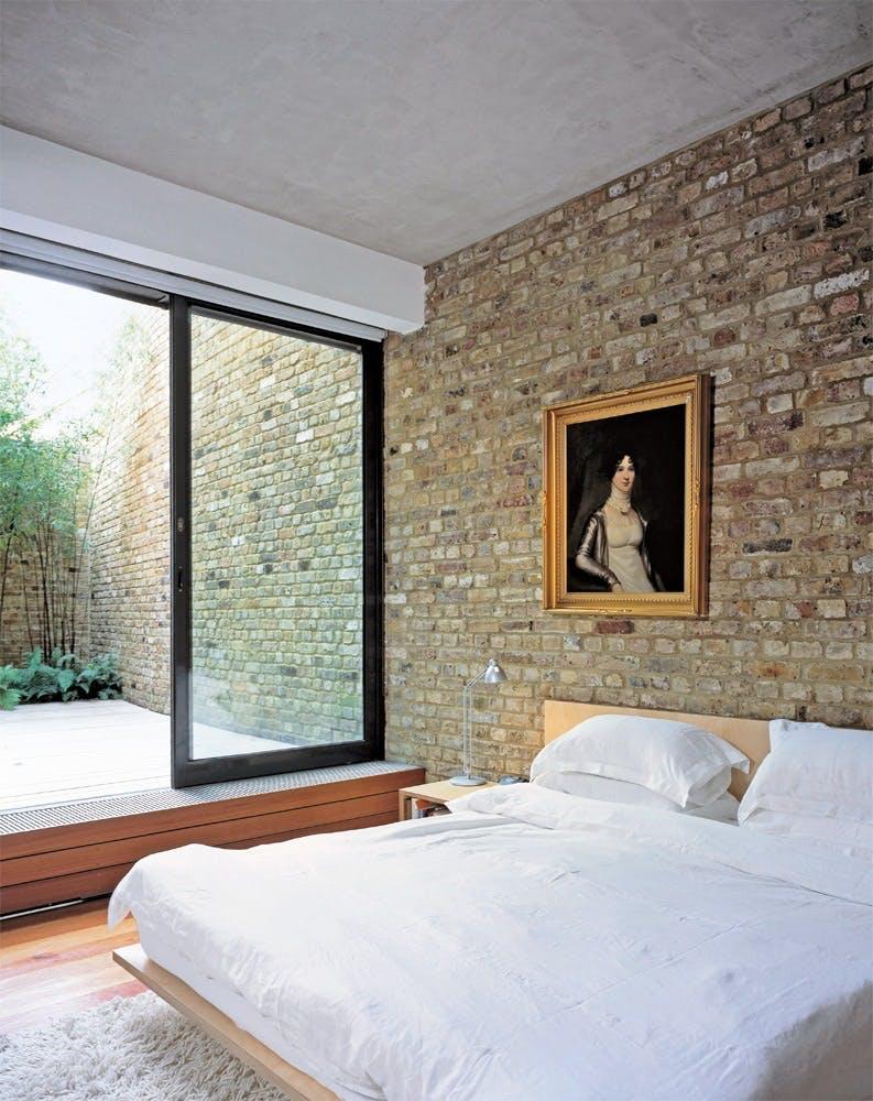 En rå murstensvæg