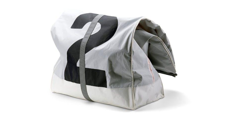 Pose, Sails Bag