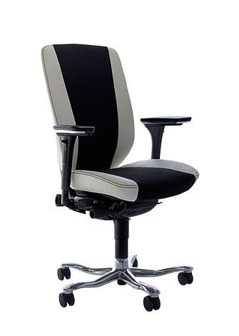 Denne elegante stol i læder