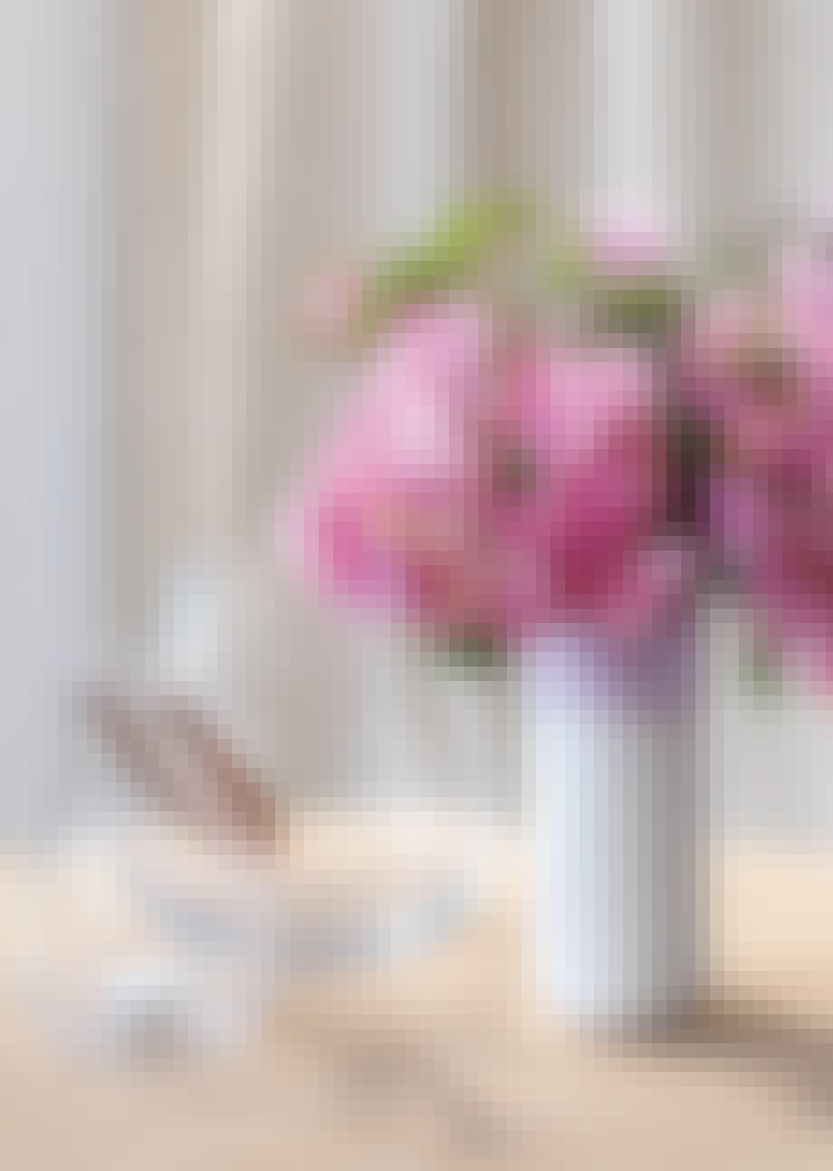 Hvid vase i porcelæn