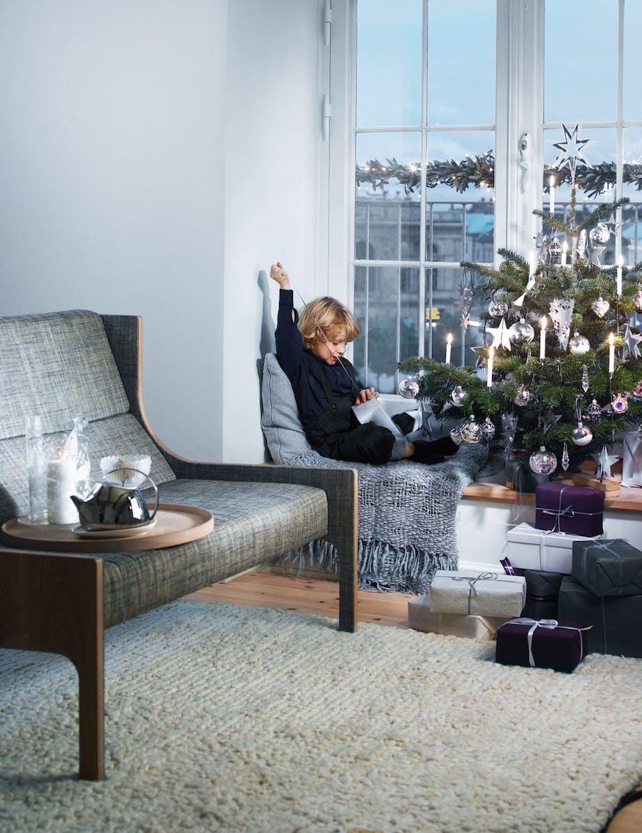 Pynt et lille juletræ