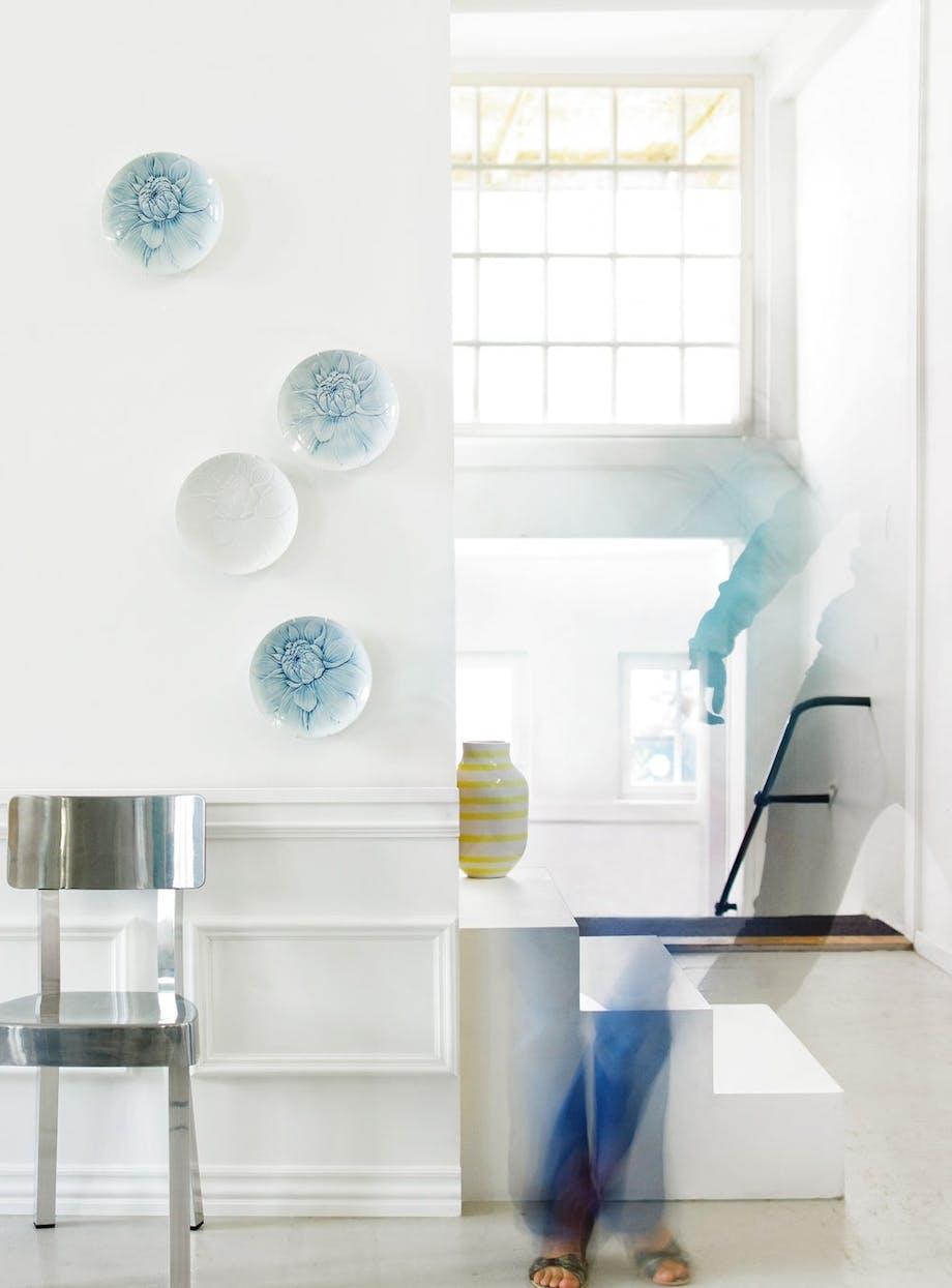 Moderne platter er en let dekoration på væggen
