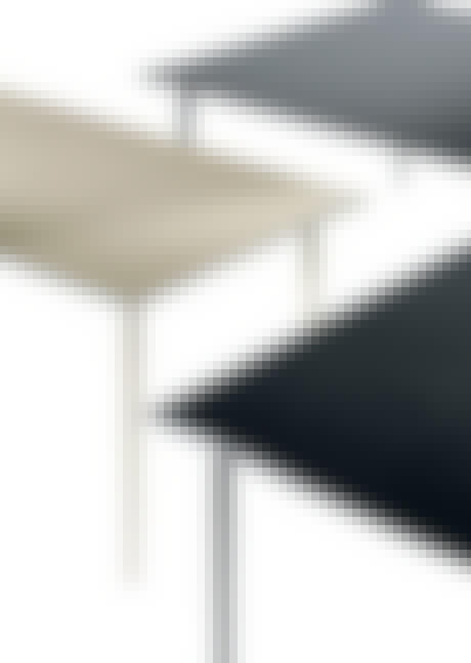 Møbler: Skrivebord med læder