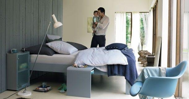 Møbler: Én seng - 140 farver.