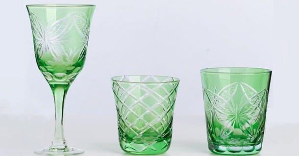 Grønne glas med slebet mønster
