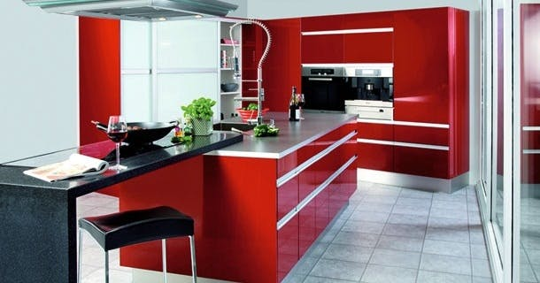 Køkken i rød højglans