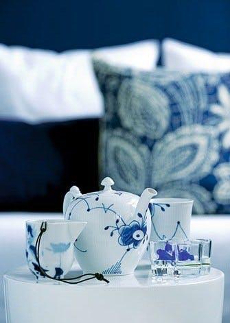 Server te i blåt og hvidt service