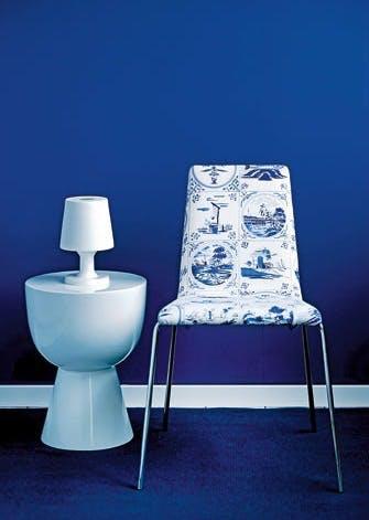 Ny stol med nostalgisk stof