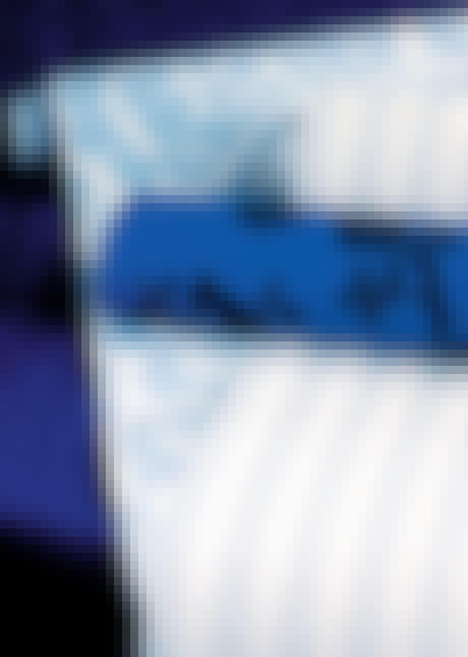 Tapetser den blå farve på væggen