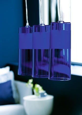 Ens blå lamper giver intim stemning i den blå stue