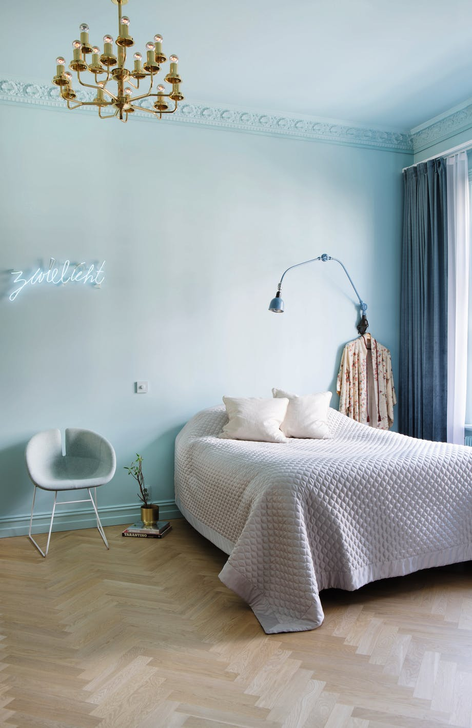 soveværelse indretning lysekrone