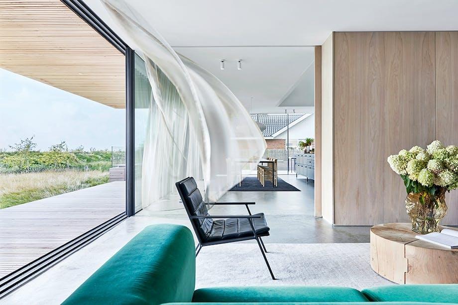 vipp stol udsigt stue vinduer gardin kvadrat