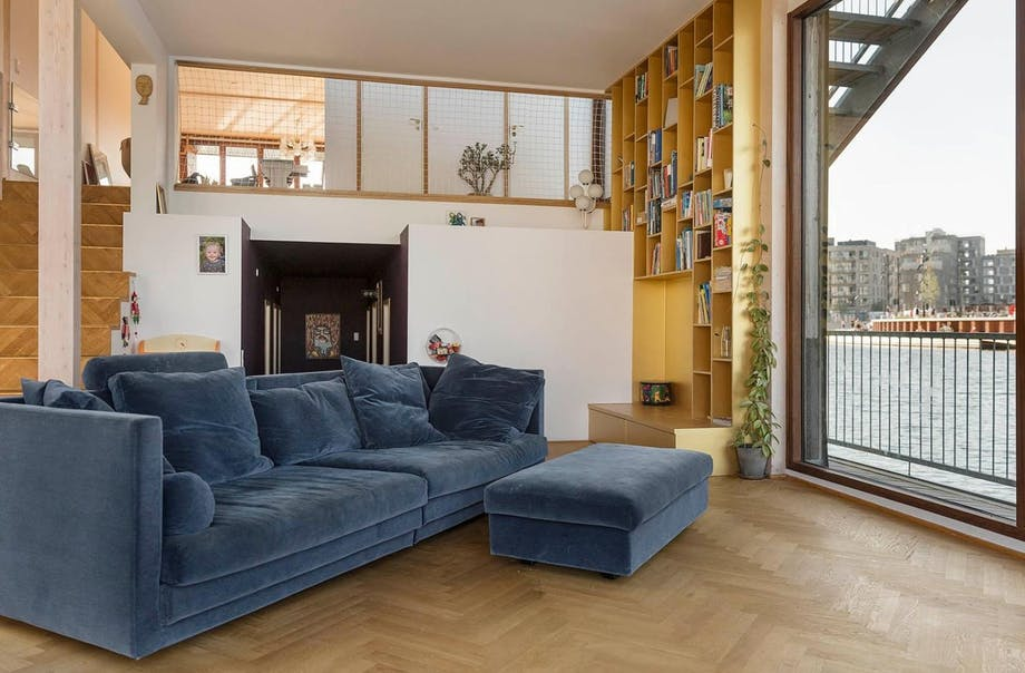 stue sofa blå husbåd