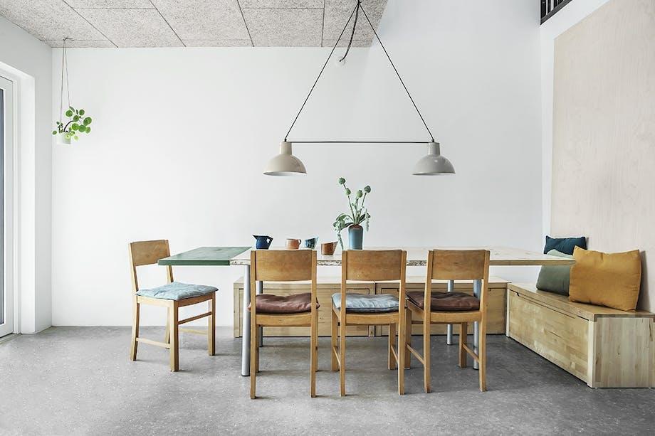 Spisebord stole lamper