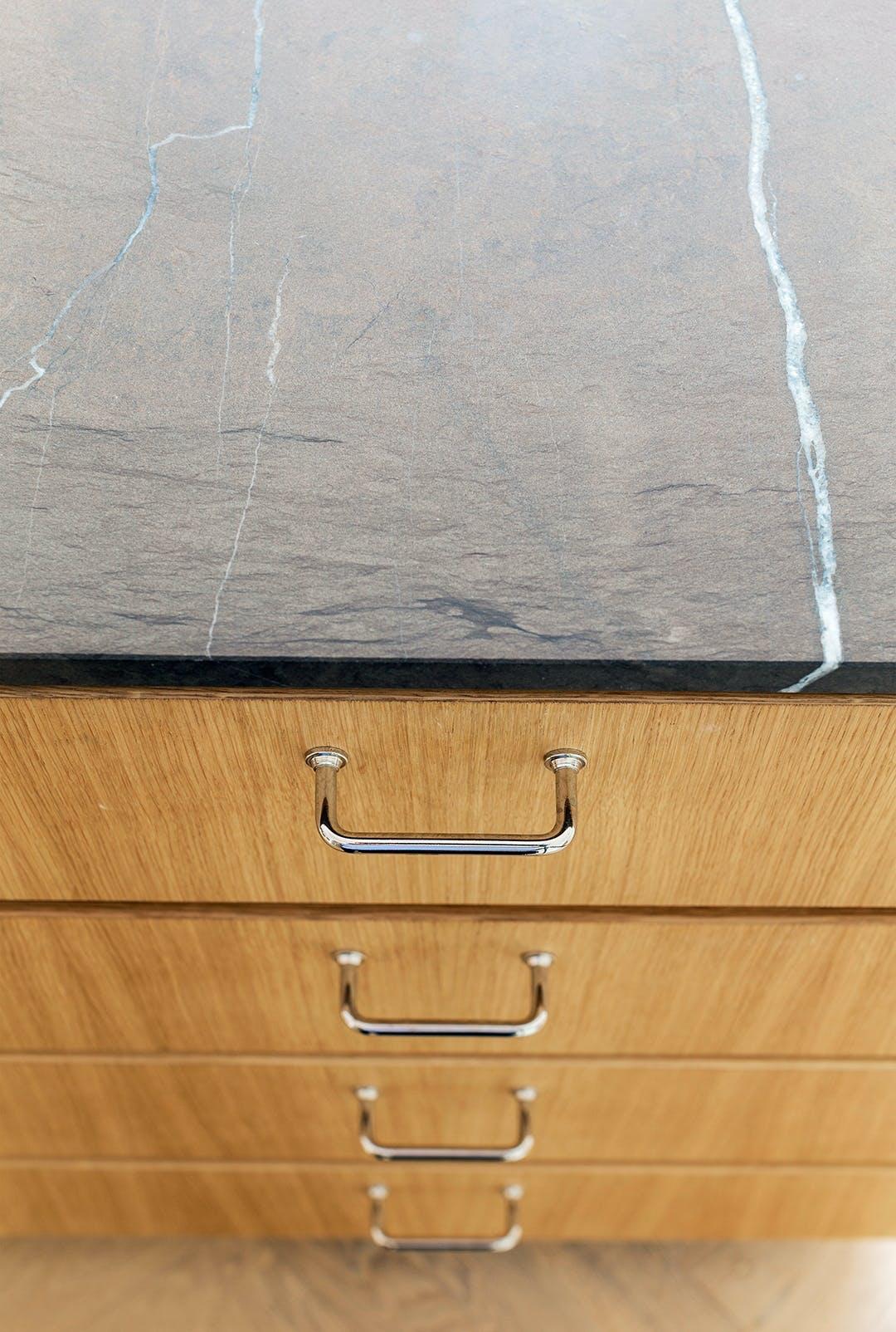 køkken marmorbordplade træ køkkenskuffe