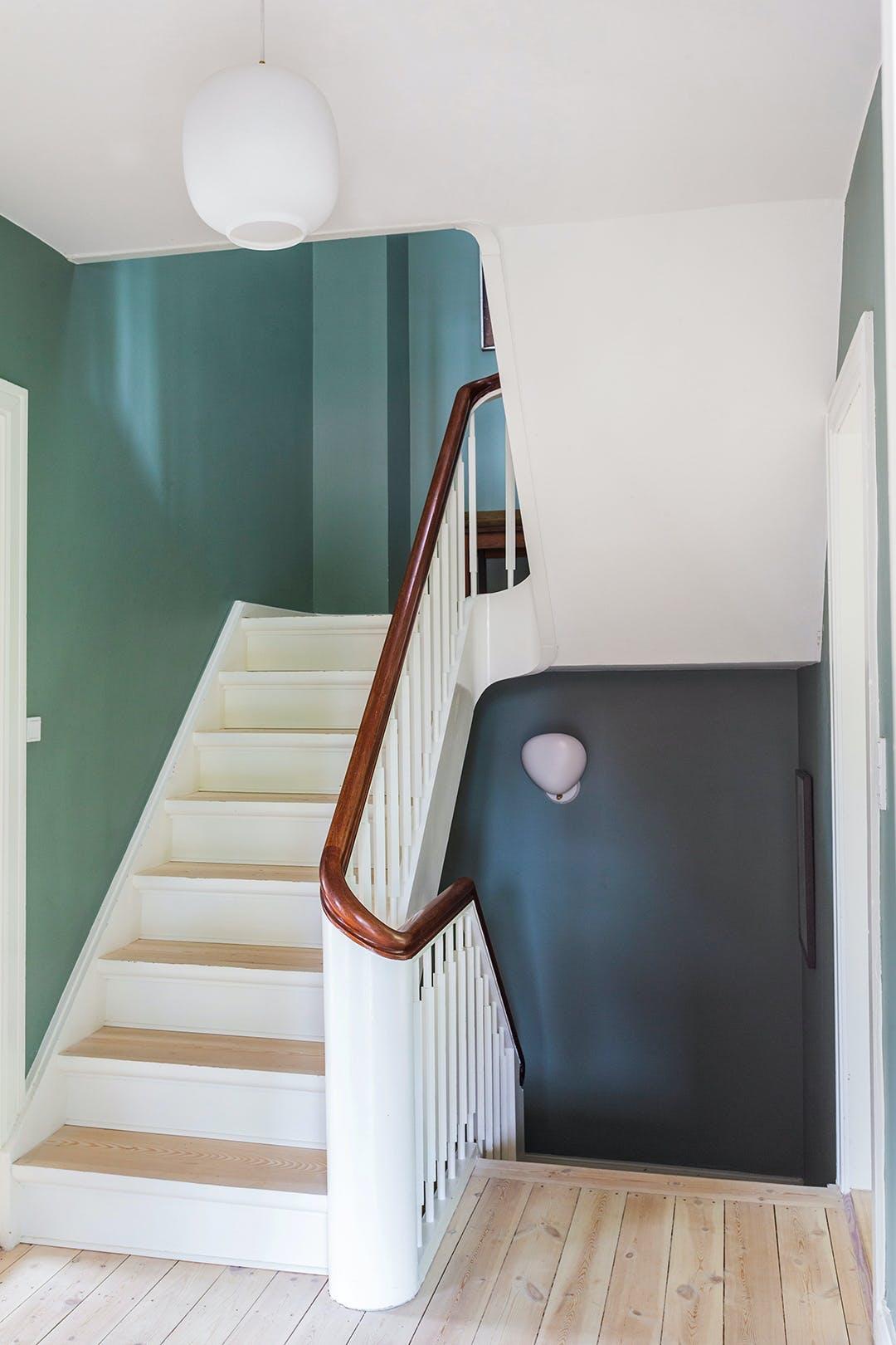 grøn blå væg trappe opgang
