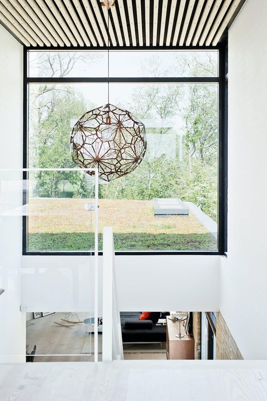 trappe opgang lysekrone vindue udsigt