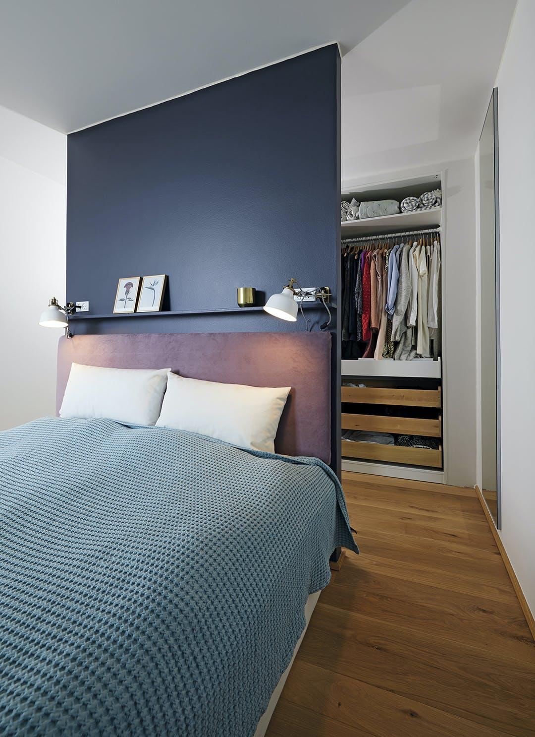 Soveværelse sengegavl blå