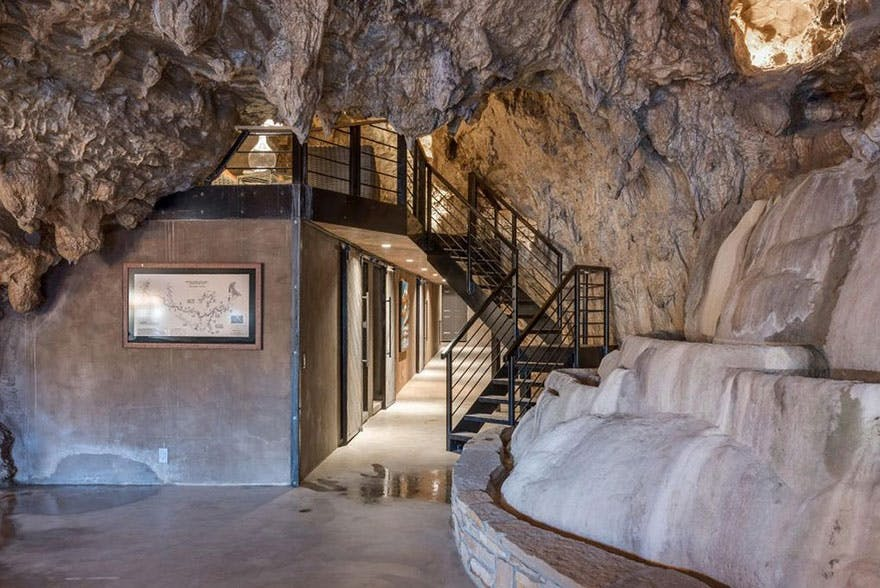 trappe sort gelænder grotte