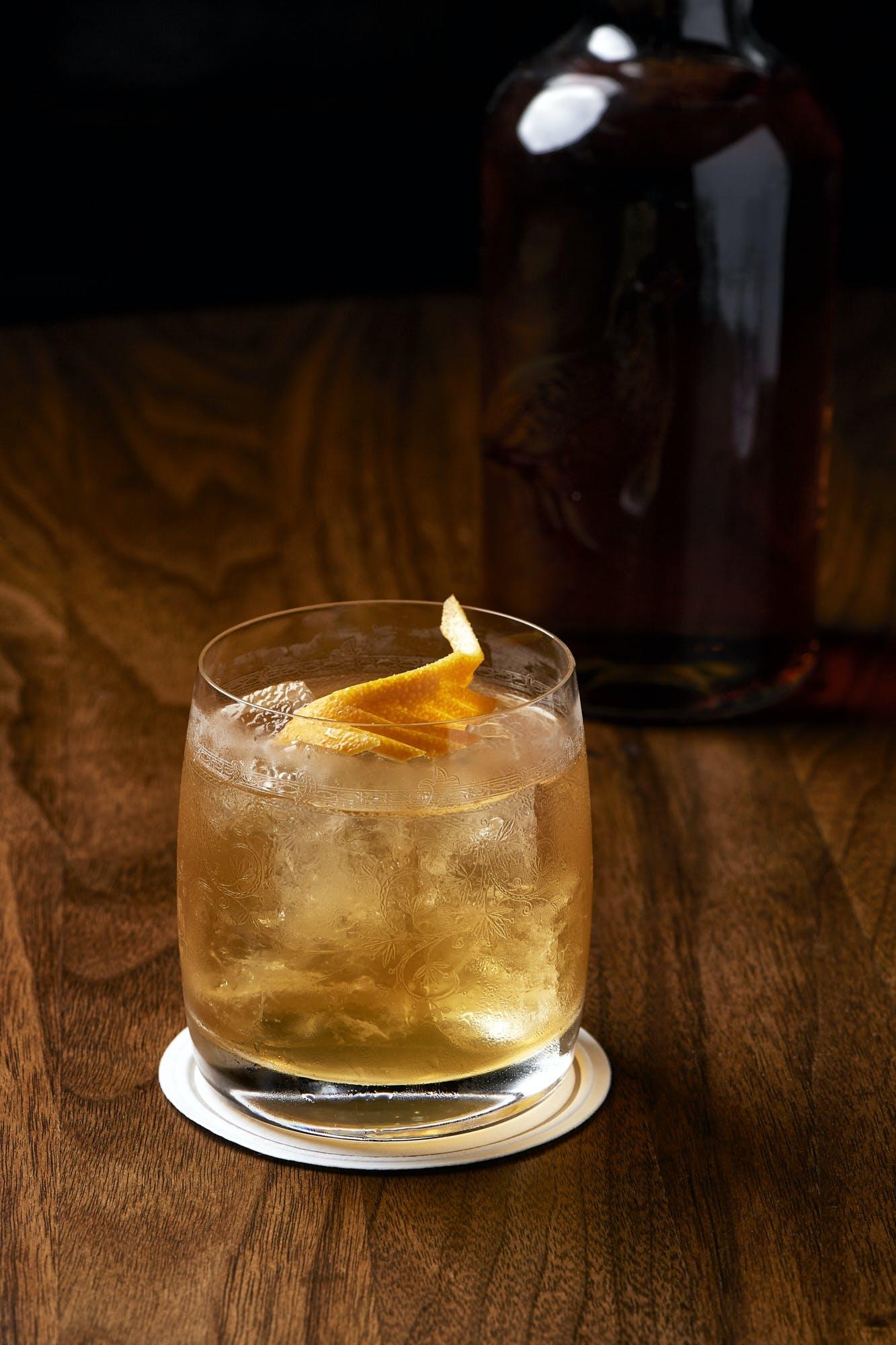 drink old fashioned whiskey butterdrink smørvasket
