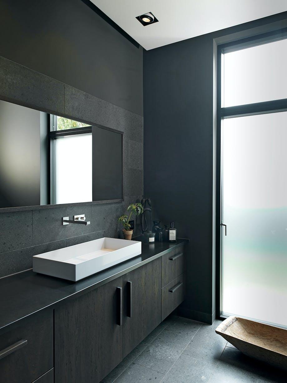 badeværelse møbel sort vask spejl