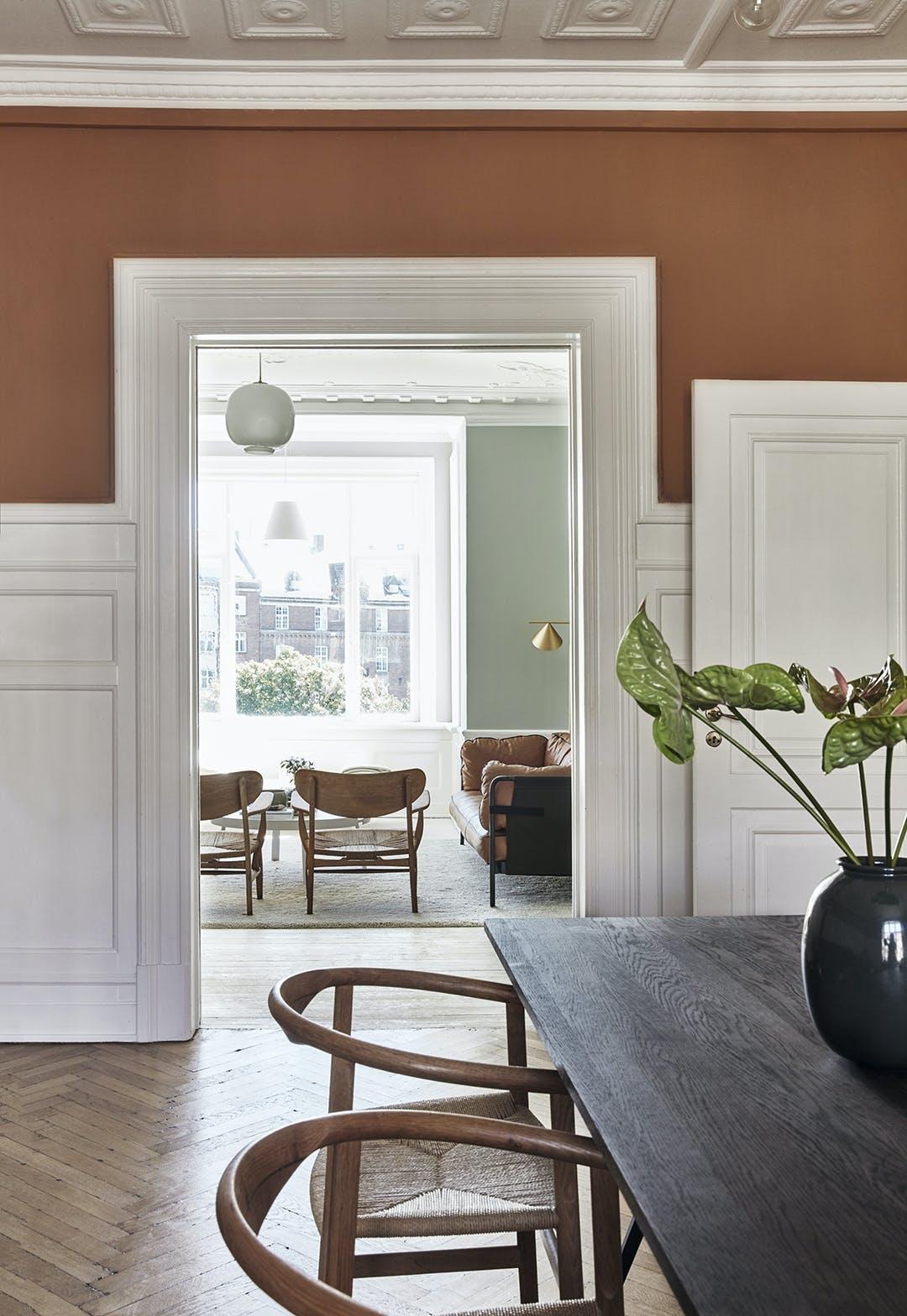 Spisebord spirsbordsstole vase