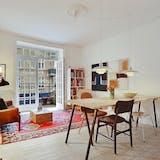 Neel Rønholt stue lejlighed christianshavn til salg spisebord spisestue danbolig