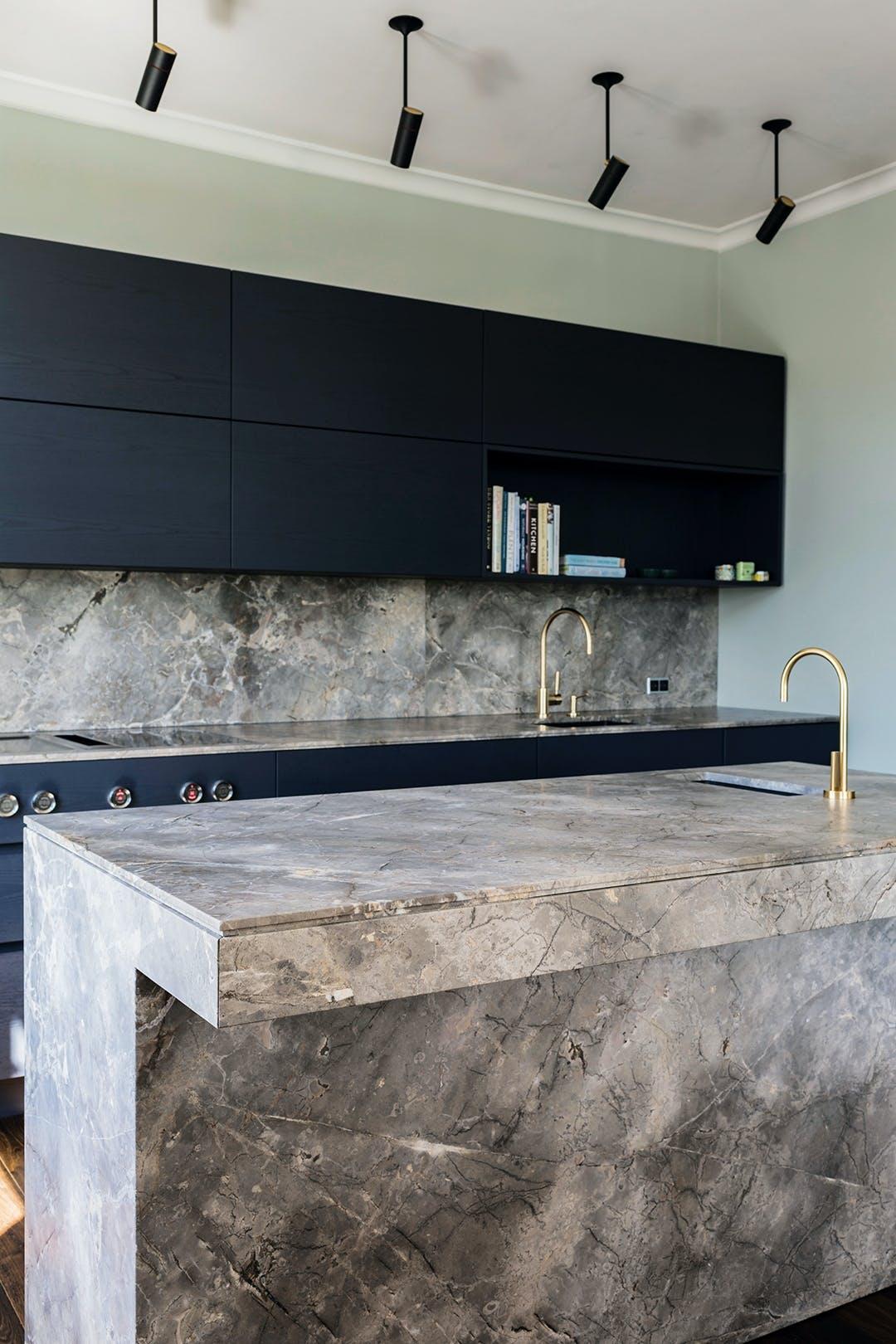 marmor sort køkken boform hvid